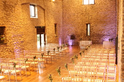 After A Of Quiet Weeks The Tythe Barn Felt Alive Again With Buzz That Invariably Accompanies Lead Up To Any Wedding